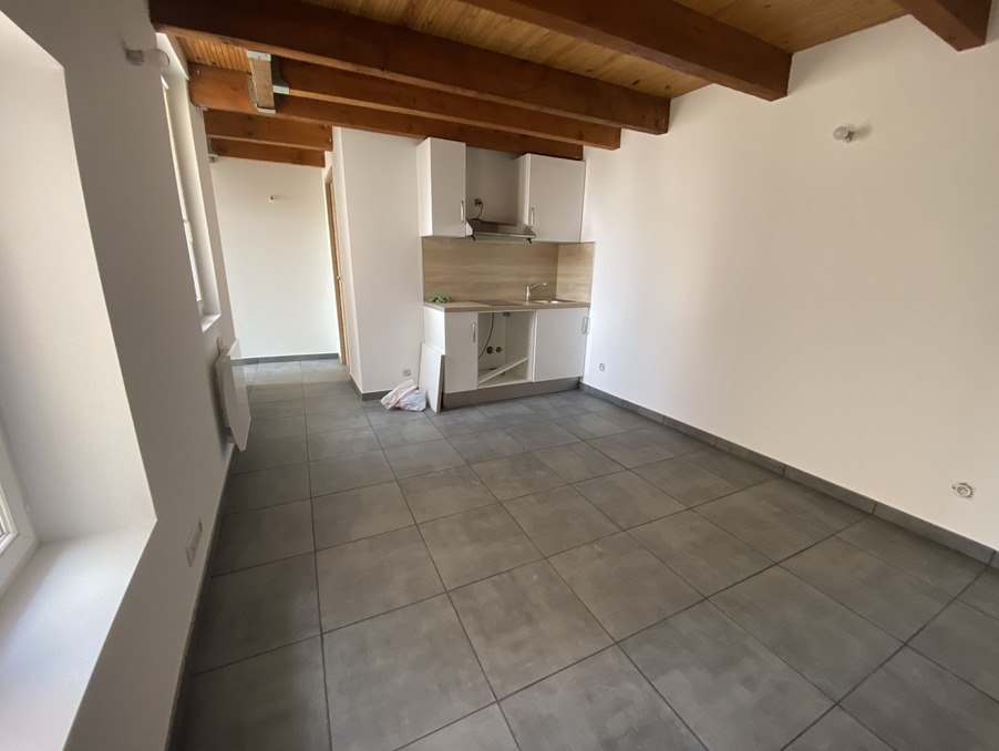 Location Appartement  MEYREUIL  650 €