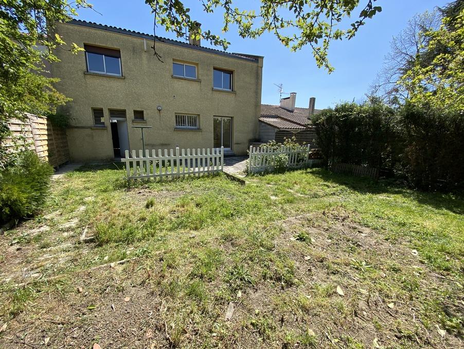 Location Maison  séjour 28 m²  CASTELGINEST  970 €