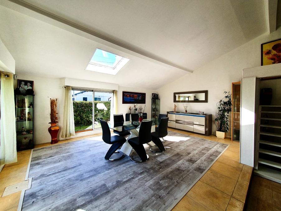 Vente Maison  séjour 60 m²  VILLENAVE D'ORNON  475 000 €