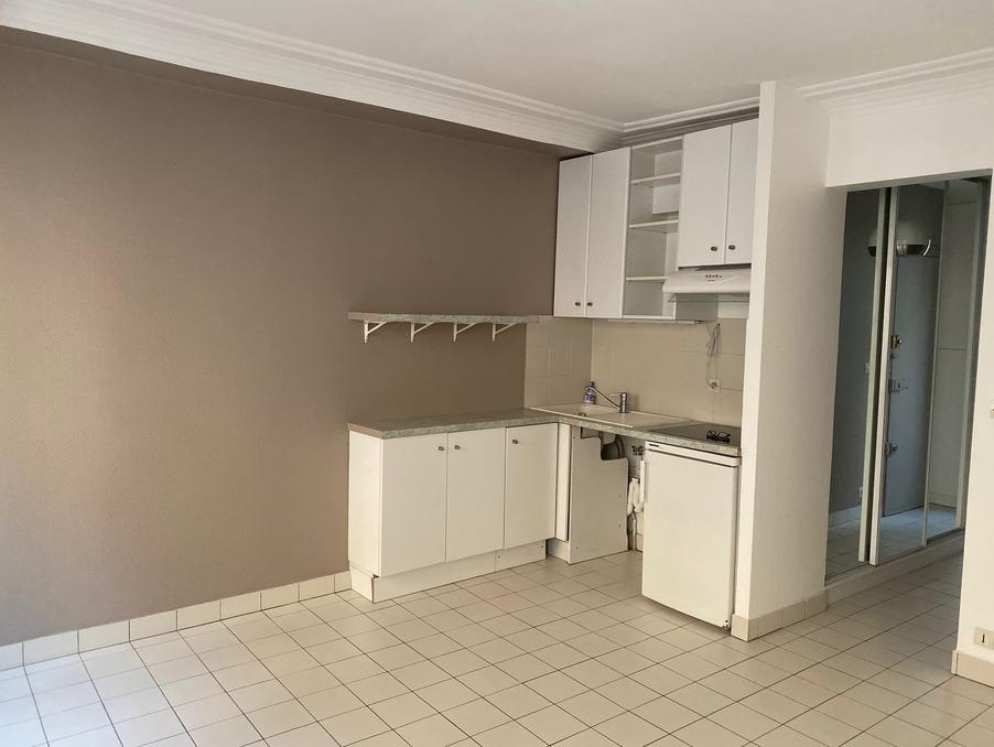 Location Appartement  séjour 17 m²  PARIS 17EME ARRONDISSEMENT  860 €