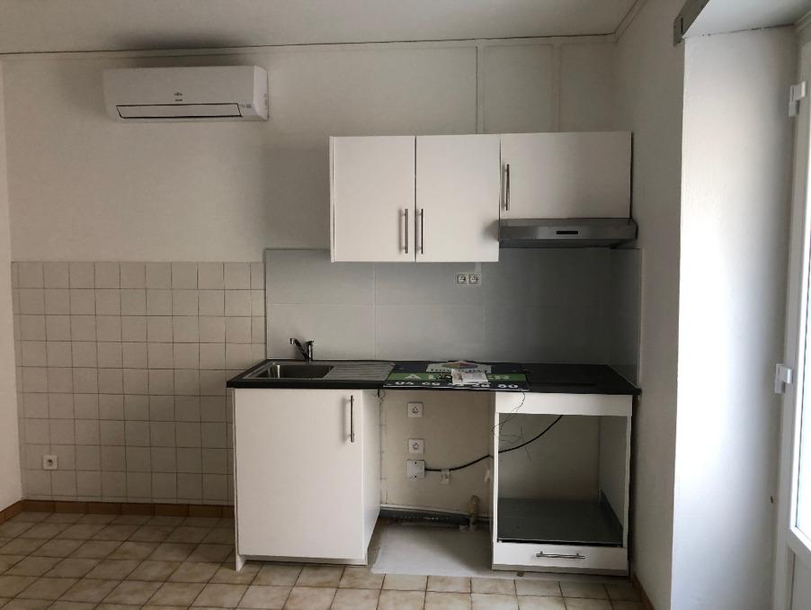 Location Appartement Roquemaure  300 €