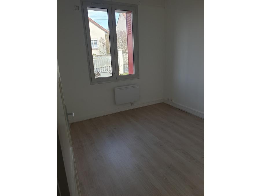 Location Appartement MERIEL  891 €