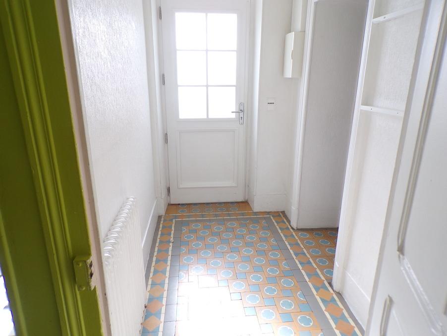 Location Appartement Sancoins  360 €