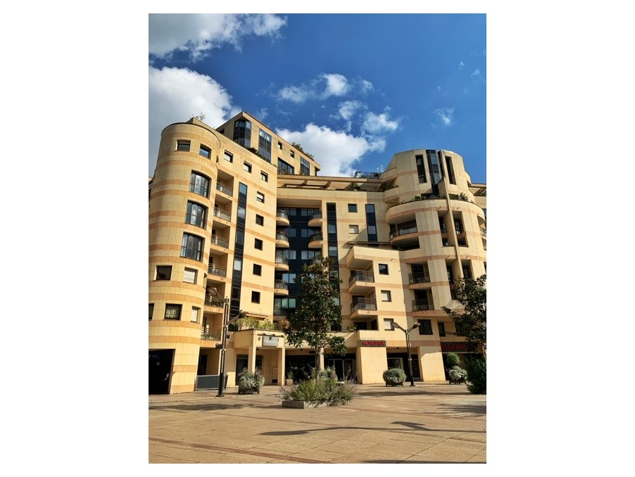 Location Appartement  séjour 35 m²  LEVALLOIS PERRET 3 500 €