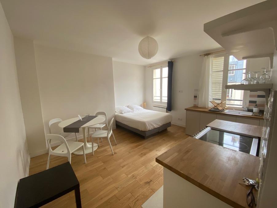 Location Appartement PARIS 8EME ARRONDISSEMENT  915 €