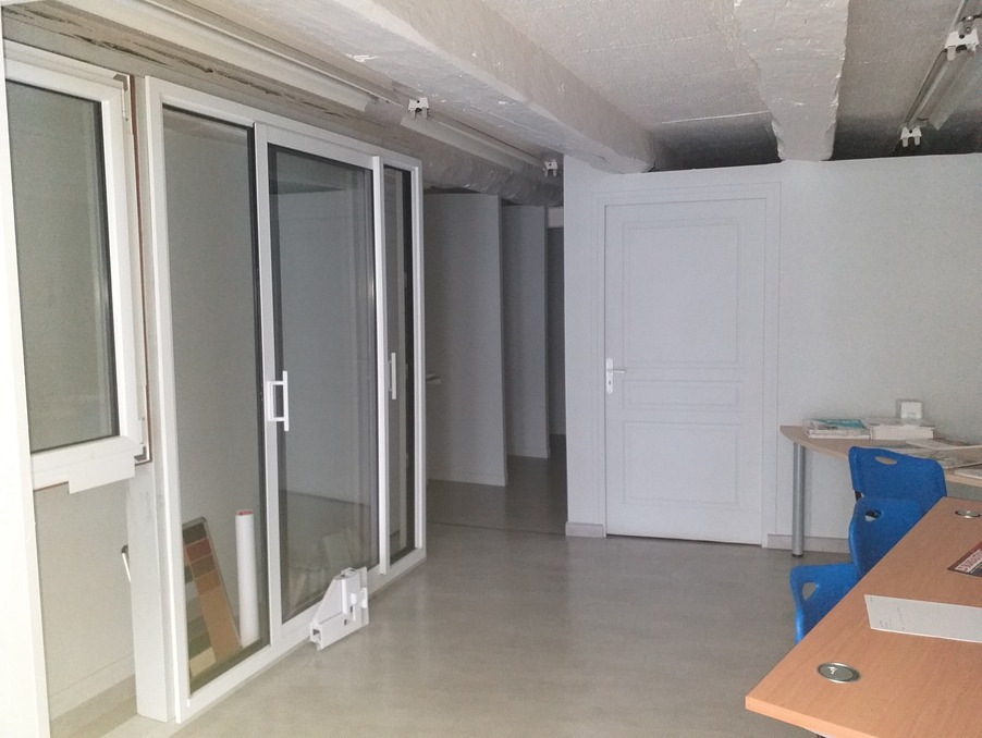 Location Local USSEL  450 €