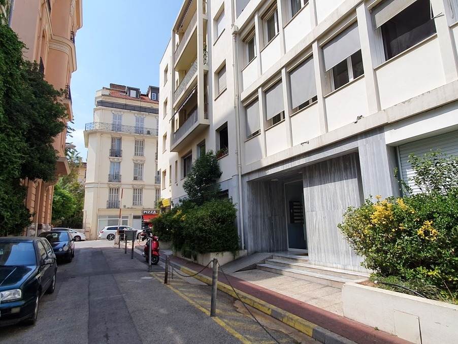 Location Appartement NICE  600 €