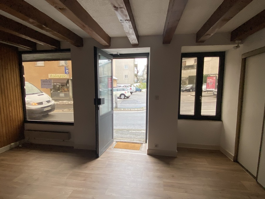 Location Local USSEL  370 €