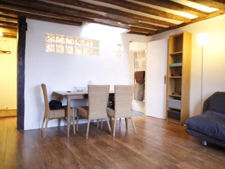 Location Appartement Paris  905 €