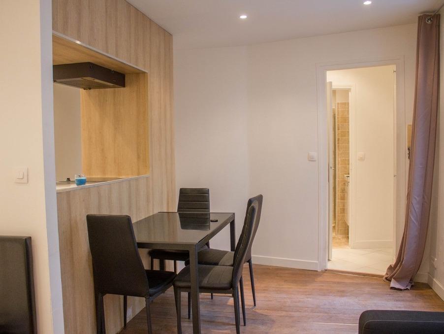 Location Appartement Paris  899 €