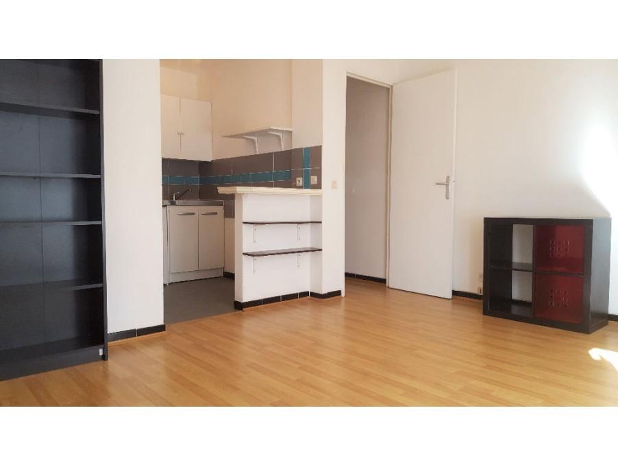 Location Appartement MARSEILLE  400 €