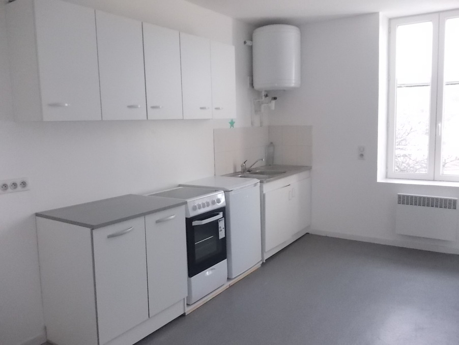 Location Appartement USSEL  351 €