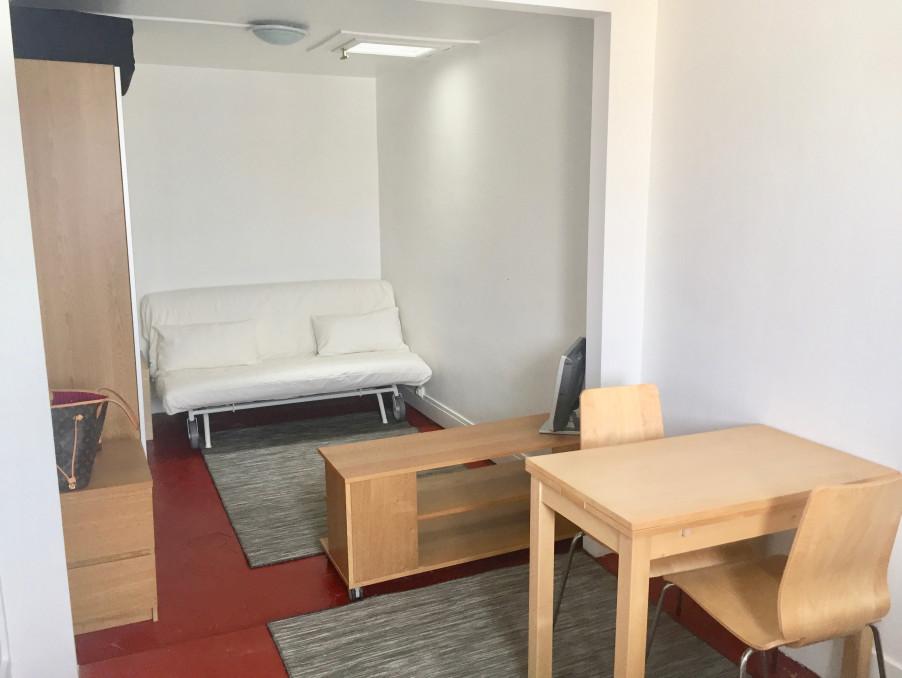 Location Appartement PARIS 7EME ARRONDISSEMENT  800 €
