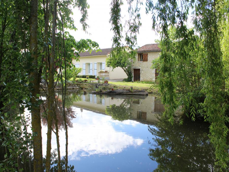 Acheter maison 1 salle de bain p5 issigeac 142 m 299600 for Acheter une maison en dordogne