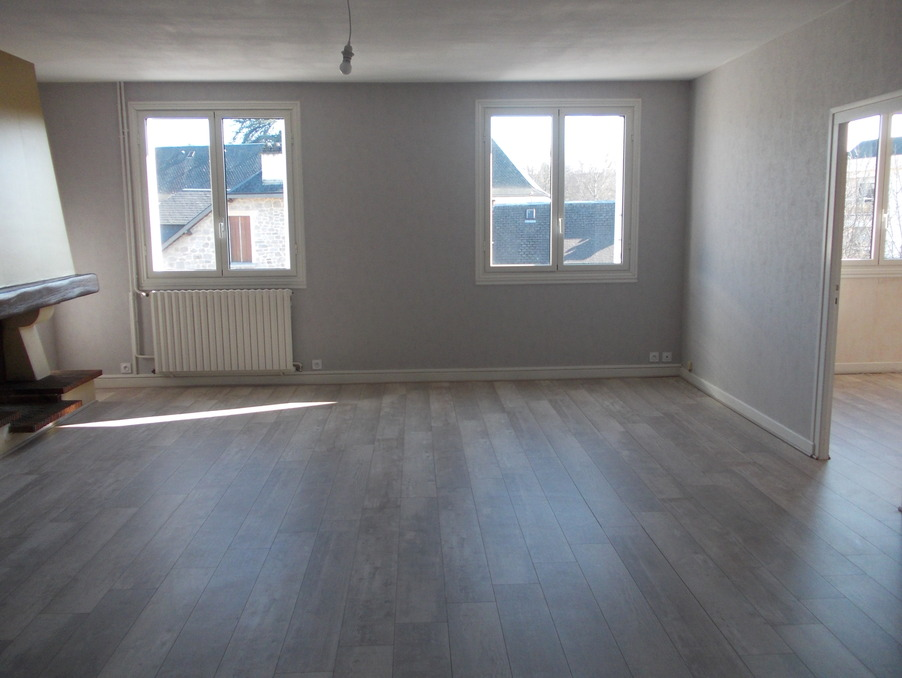 Location Appartement USSEL  472 €
