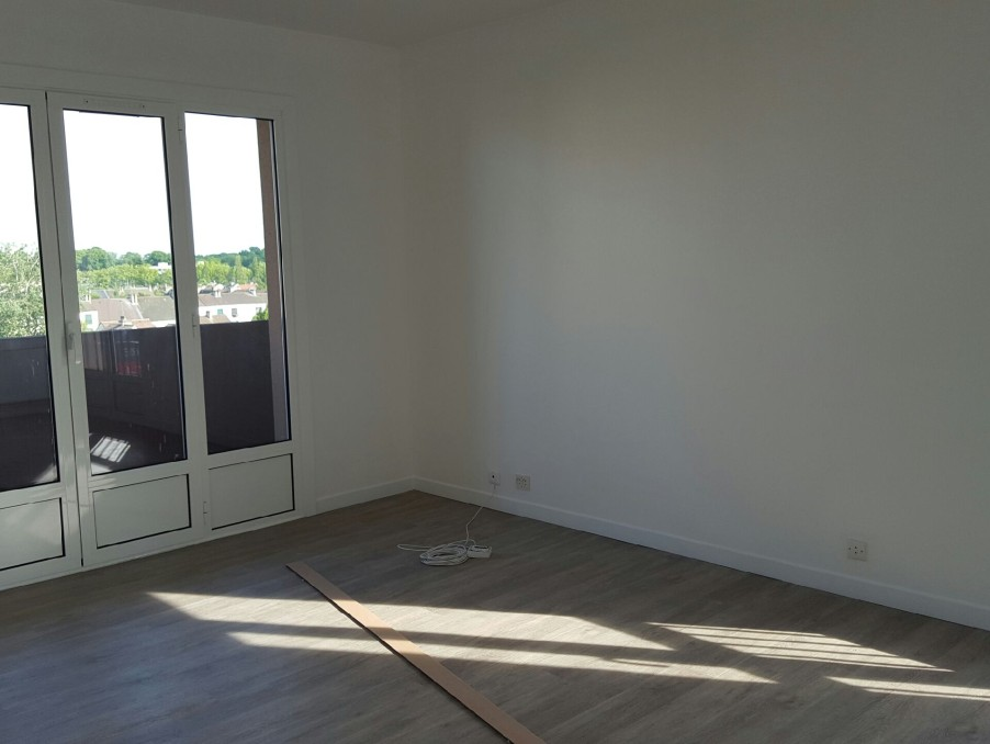 Location Appartement MAUREPAS  830 €