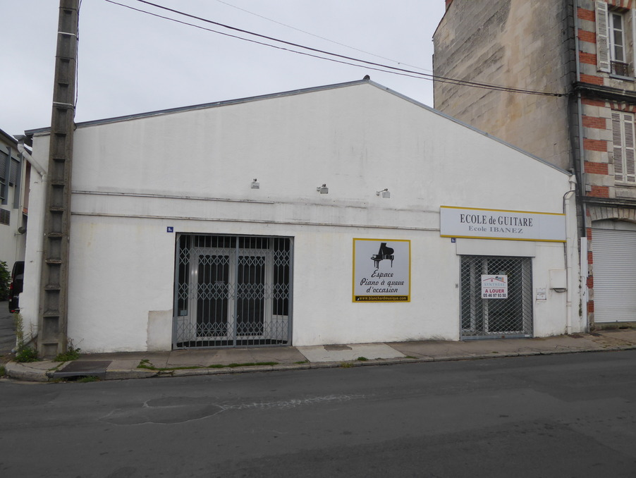 Location Local Saintes 1 000 €