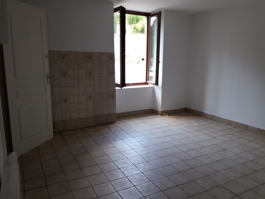 Location Appartement USSEL  370 €