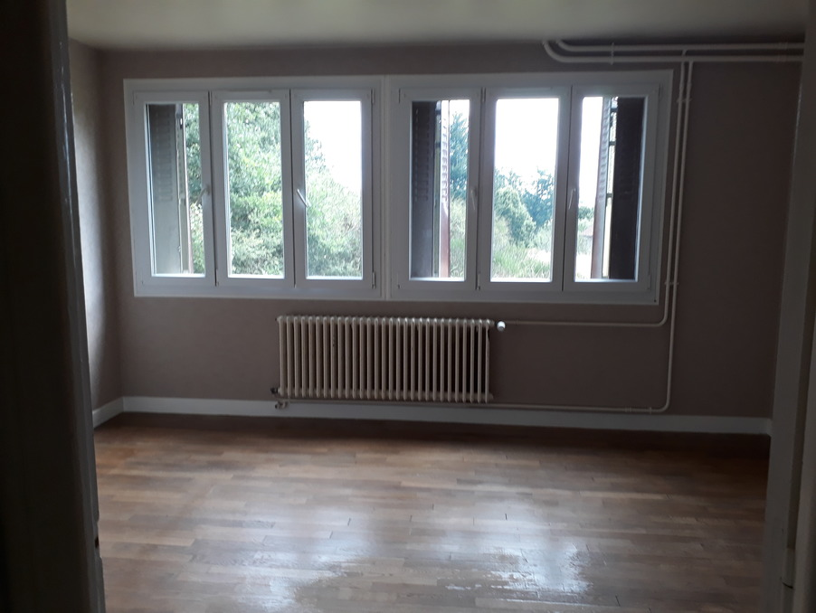 Location Appartement  1 chambre  USSEL  407 €