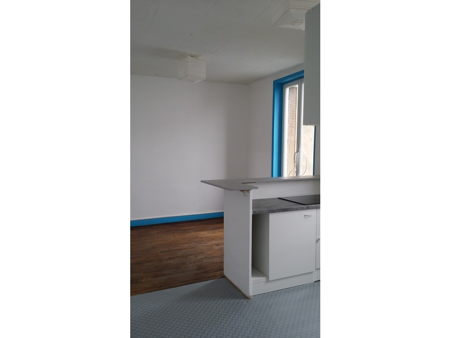 Location Appartement USSEL  357 €