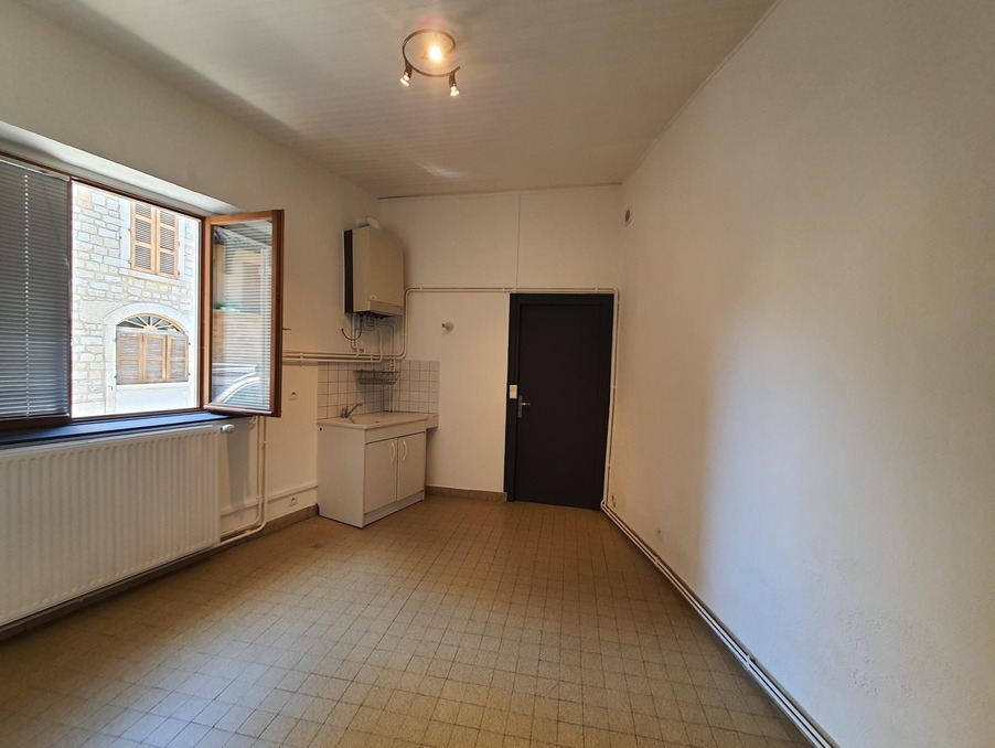 Location Appartement LUCENAY  335 €