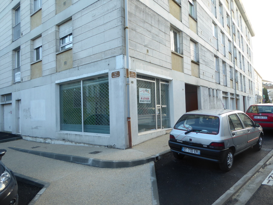Location Local SAINTES  420 €
