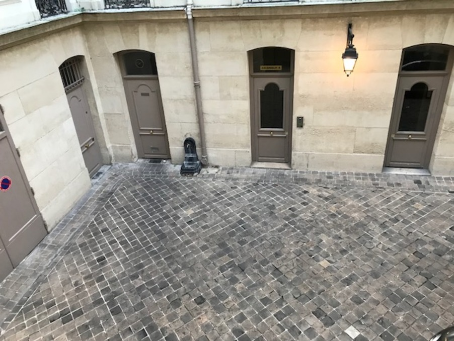 Location Appartement  1 025 €