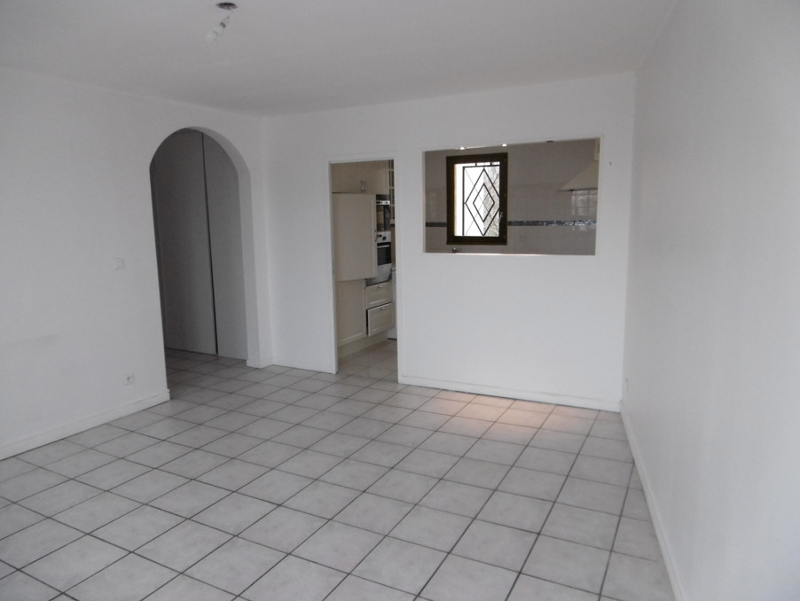 Location Appartement COMBS LA VILLE  896 €