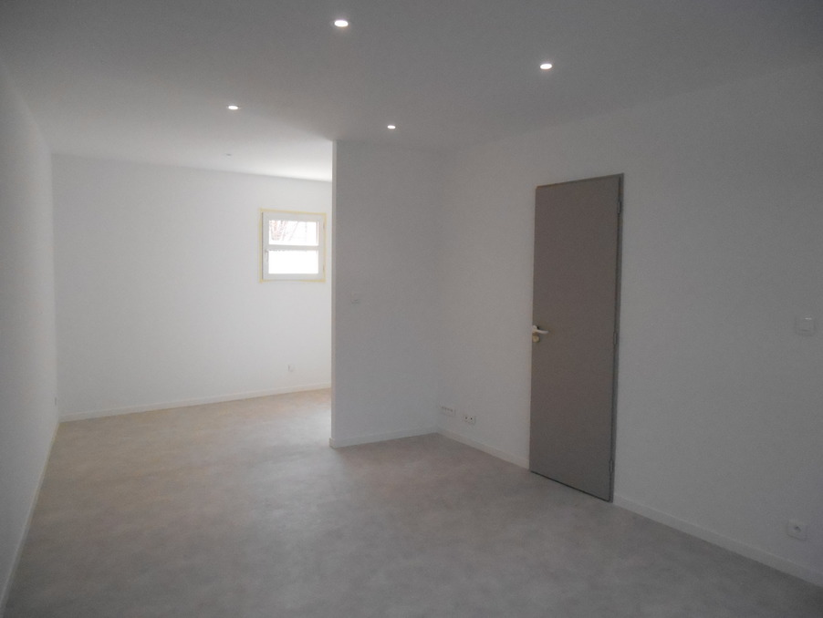 Location Appartement LE THOR  410 €