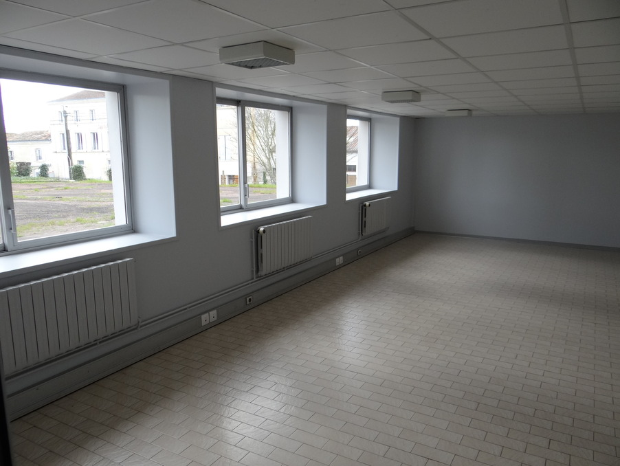 Location Professionnel PONS  800 €
