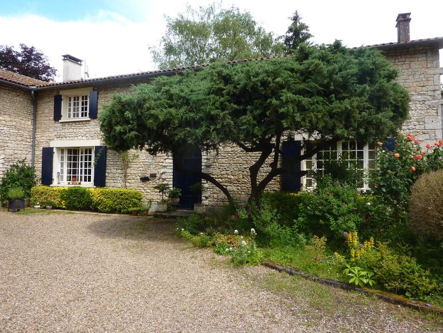 Vente Maison CHASSENEUIL SUR BONNIEURE  210 000 €