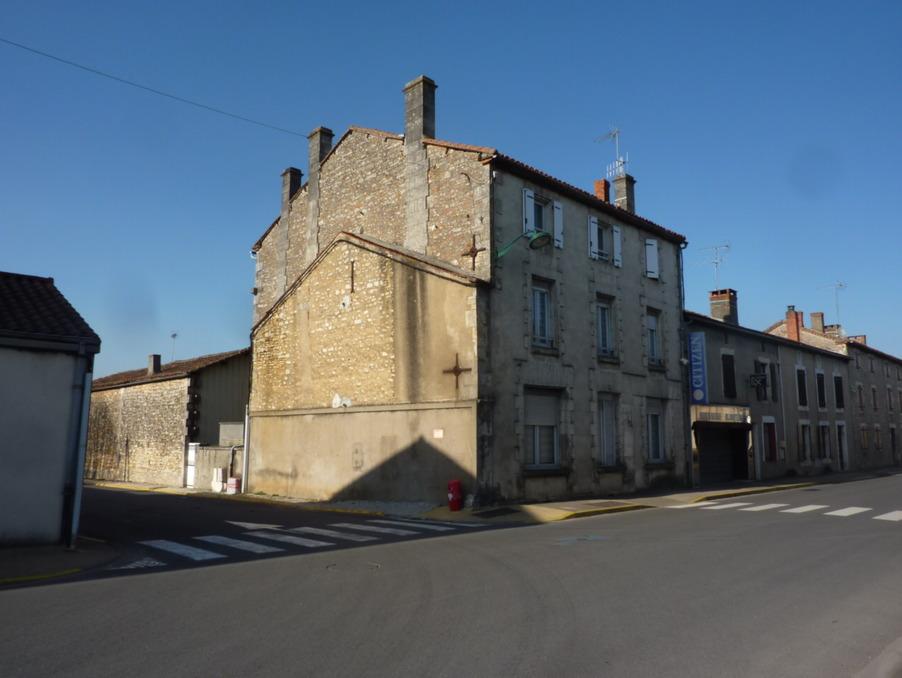 Vente Maison CHASSENEUIL SUR BONNIEURE  180 200 €