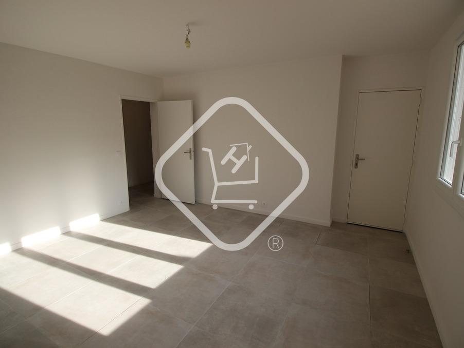 Location Appartement  séjour 18 m²  MARSEILLE 11EME ARRONDISSEMENT  850 €