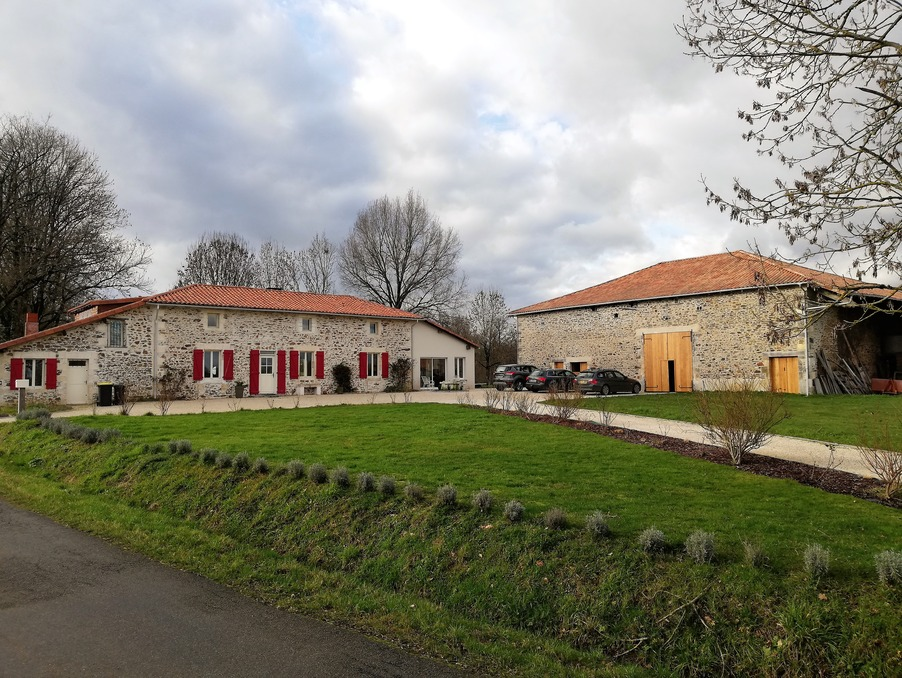 Vente Propriete  séjour 50 m²  MASSIGNAC  284 960 €