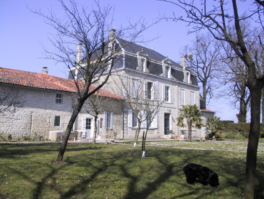 Vente Propriete  5 chambres  Saintes  509 250 €