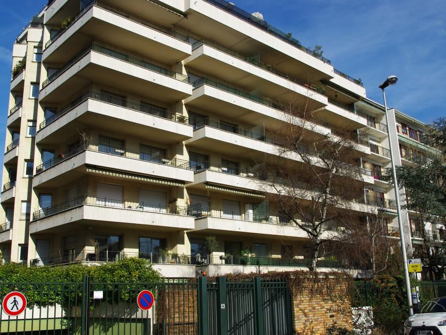 Location Appartement COURBEVOIE  810 €