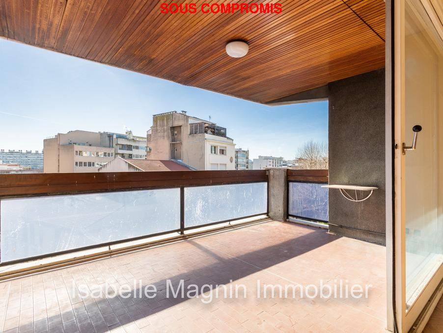 Vente Appartement  avec balcon  Marseille 8eme arrondissement  365 000 €