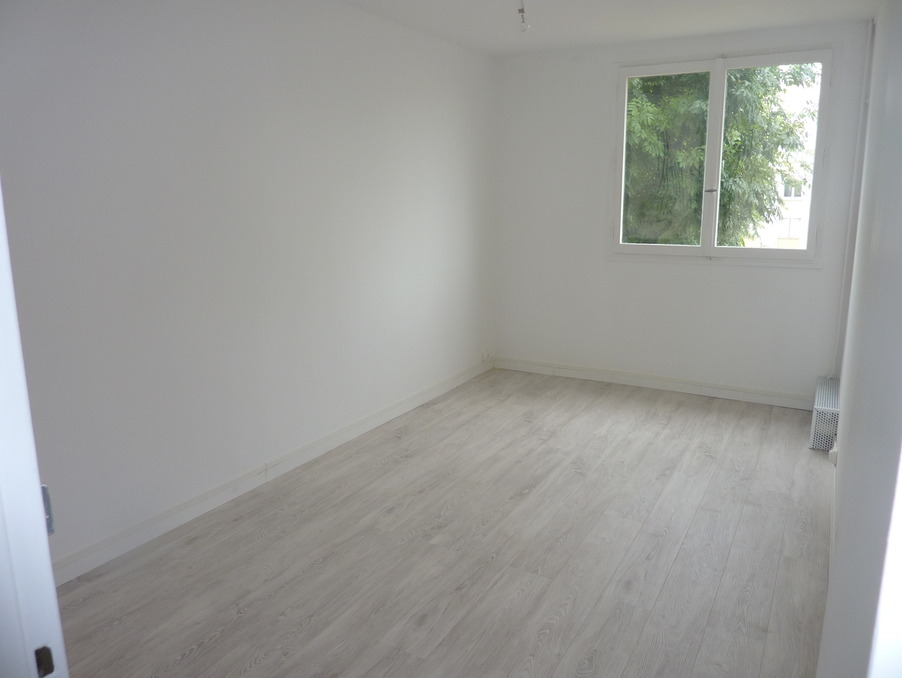 Location Appartement TAVERNY  865 €